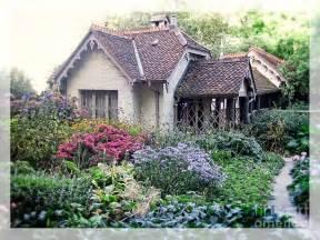 Way Home Gardener Photo