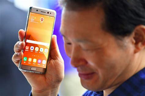 Plano general hs kim y asistente personal 4. Samsung lanzará asistente de voz con su nuevo smartphone - En Segundos Panama