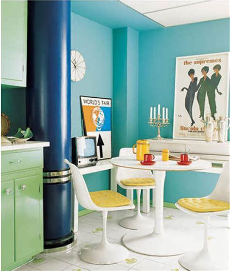 bold kitchen colors un apartamento en florida con la silla tulip el de 1758