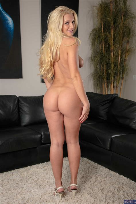 Blonde With Long Hair Has Nice Tits Photos Addison Avery
