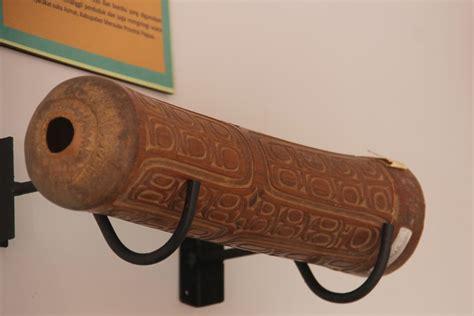 Namun, selain memiliki banyak sumber daya alam, papua juga memiliki kekayaan budaya dan seni yang masih bisa anda lihat. Alat Musik Tradisional Papua