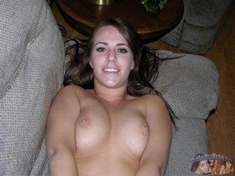 Nude Brunette Amateur Teen Rosalee Shows You Her Pussy At