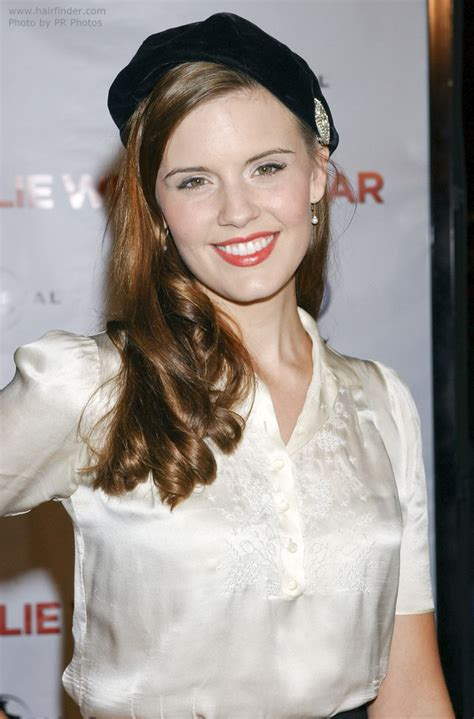 maggie graces  hairstyle  spiral curls   beret