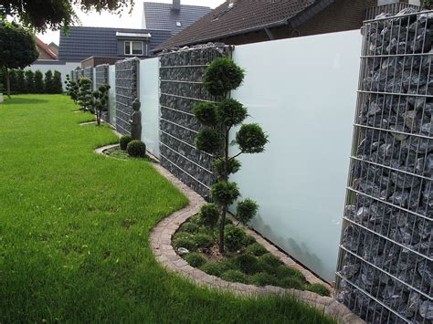 Dieser draht ist so verarbeitet, dass gartenzaun aus stein und anderen naturmaterialien. glas sichtschutz | Sichtschutzzaun garten, Garten und Sichtschutz terrasse glas