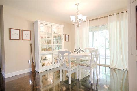 the dining room painted benjamin moore s cedar key is
