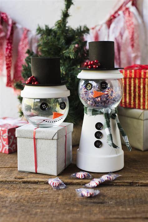 holiday snowman candy jar decorating idea favecraftscom
