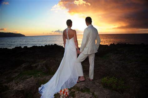 filming photography hawaiian barefoot weddings