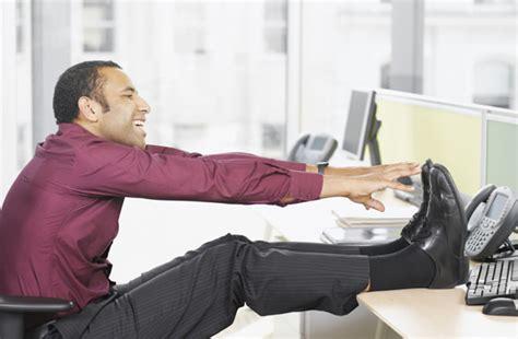 abdominaux les muscler assis au bureau