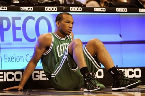 Avery Bradley's injury due to lack of tape?