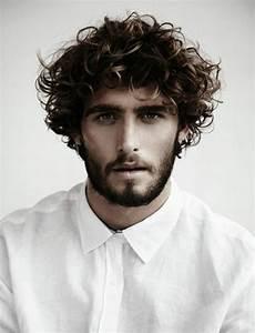 Coiffure Homme Cheveux Bouclés : coupe de cheveux homme long boucl ~ Melissatoandfro.com Idées de Décoration