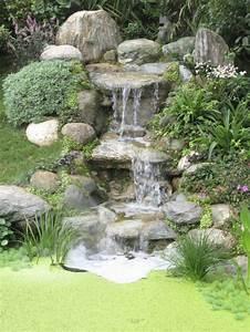 Die Wand Stream : wasserfall im garten selber bauen 99 ideen wie sie die harmonie der natur genie en ~ Frokenaadalensverden.com Haus und Dekorationen