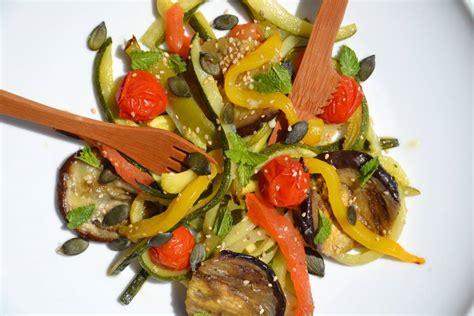 comment cuisiner des aubergines salade de légumes rôtis à la menthe 1 2 3 veggie