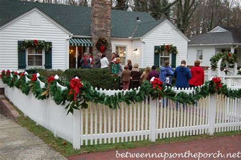 christmas decorating garland fence ideas christmas