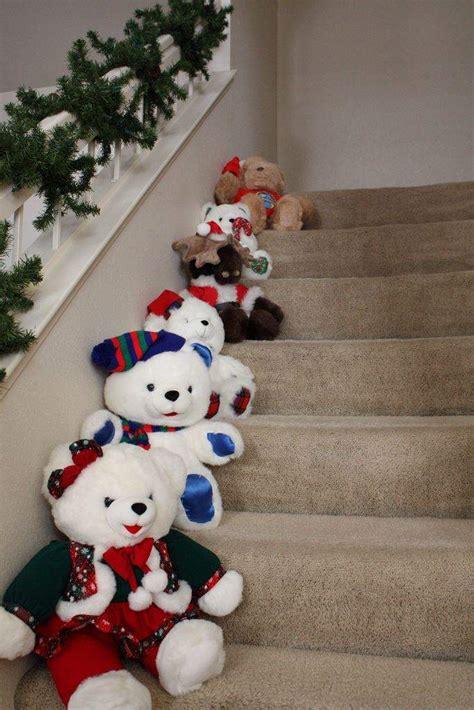 munecos navidenos en escalera decoracion navidad