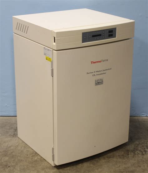 Thermo Forma 3851 Series II Water Jacketed CO2 Incubator