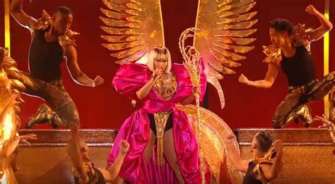 nicki minaj majesty lyrics watch nicki minaj performs majesty barbie dreams