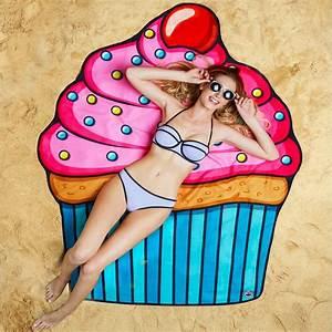 Serviette De Plage Femme : top 10 serviettes de bain insolites voyage insolite ~ Teatrodelosmanantiales.com Idées de Décoration