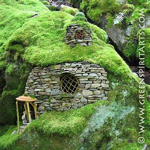 Stone Art Blog: Miniature stoneworks Giants amongst pebbles
