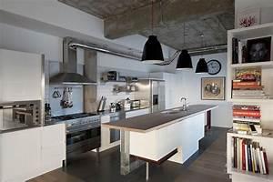 21 idees de cuisine pour votre loft With plan de travail exterieur beton 6 cuisine blanche deco design et plafond avec poutres en chene