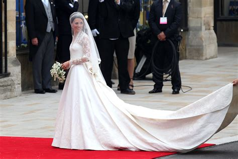 Kates Wedding Dress : Princess Catherine In Sarah Burton Wedding Dress