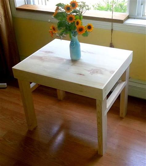 If you are looking for a creative handmade project for your living room, try exploring with the pallets at your home. DIY Pallet Side Table / End Table | 101 Pallets