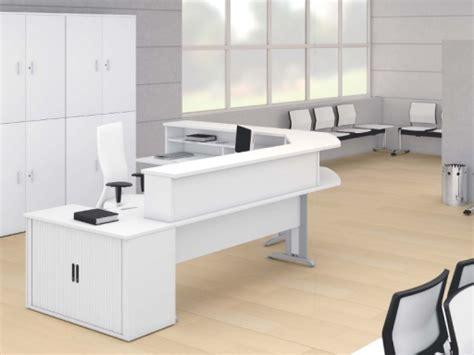 bureau d accueil compact en angle