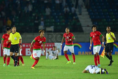 Adidas bola sepak size 5 bola standar fifa internasional. Timnas U-23 Lolos ke Semifinal Sepakbola SEA Games 2013 ...