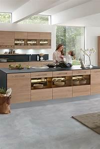Moderne Küche Mit Insel : 6 einrichtungsideen und k chenbilder f r moderne holz k chen k chen aus holz k che k che ~ Orissabook.com Haus und Dekorationen