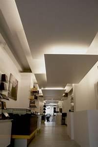 Plafonnier Design Salon : faux plafond suspendu une solution moderne et pratique ~ Teatrodelosmanantiales.com Idées de Décoration