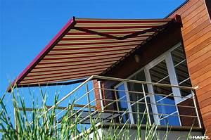 sonnenschutz fur ihre terrasse komfortable schattenspender With markise balkon mit rote tapete wohnzimmer