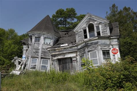 Condemned House by Searsport Prods Crumbling Home S Owner To Speed Up