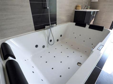chambre baignoire balneo salle de bain baignoire balneo