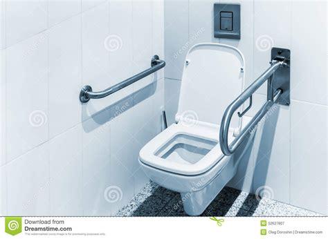 toilette avec des balustrades pour l handicap 233 photo stock image 52627807