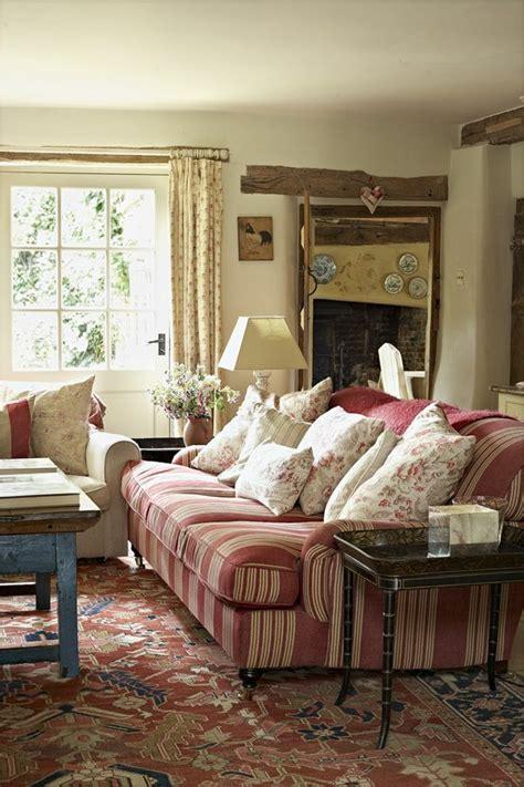 wohnzimmer gardinen landhausstil landhaus sofas helfen dem wohnzimmer gemütlicher zu erscheinen