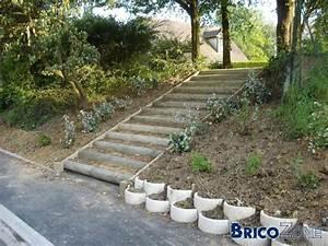 retenue terre With attractive jardin en pente que faire 1 construire un muret fleuri