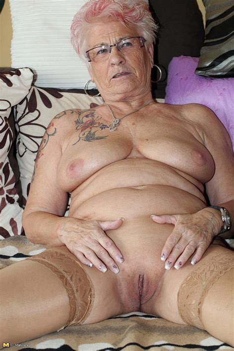 Tattooed Mature Lady Cuddle Her Pussy Photos Amanda S Milf Fox