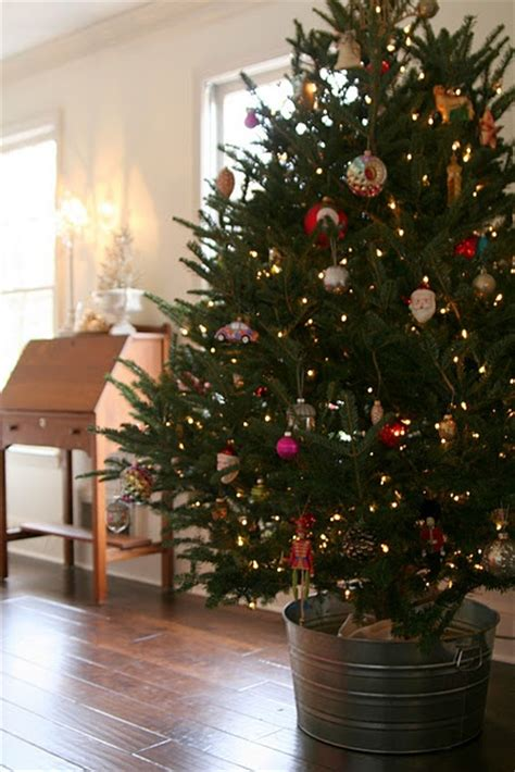thoughts on decorating a tree 18 best images about decorating with galvanized buckets on vintage farm lighted