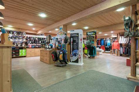 chalet sports la clusaz ski hire shop la clusaz skimium