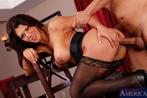 Busty Cougar Leena Sky Getting Pussy Pounded Pichunter