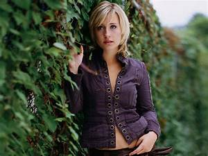 Allison Mack Hot Pictures Photo Gallery Wallpapers