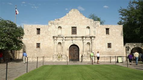 zoom in to window of front of the alamo shrine in