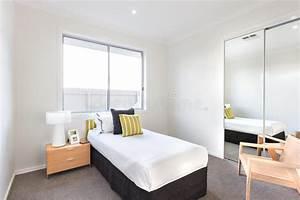 Chambre Coucher Moderne Avec Un Lit Simple Et Feuilles