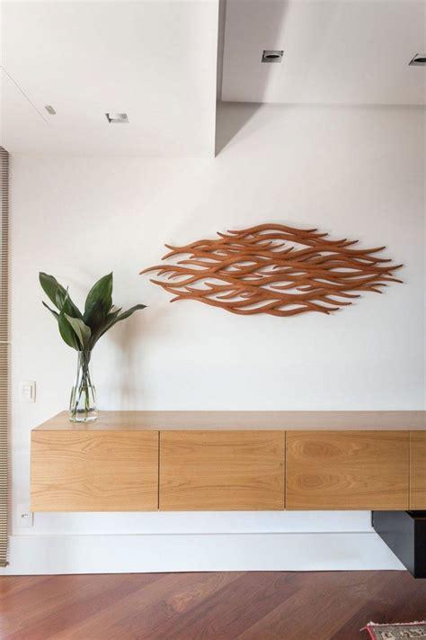 spindeltreppe innen und vintage wanddeko ein apartment