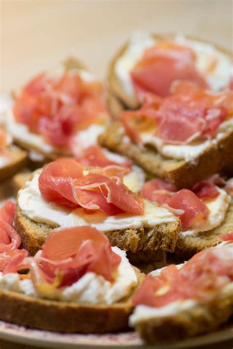 idee cuisine rapide toast ricotta miel et jambon cru histoires de fruit