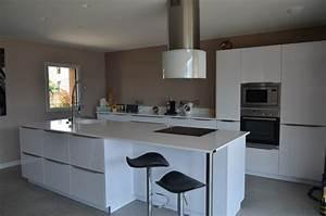 Cuisine equipee sur mesure cuisine design traditionnelle for Petite cuisine équipée avec meuble de salle a manger contemporain