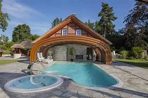 Pool Mit überdachung : hohe berdachung aus holz mit rundbogen als anbau ~ Michelbontemps.com Haus und Dekorationen