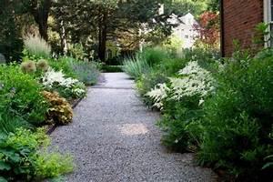 jardin moderne avec du gravier decoratif galets et plantes With entree de jardin moderne 1 un parterre de galets et arbustes