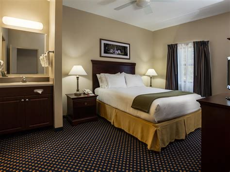 rooms  rates  ihg army hotels main lodge  fort stewart