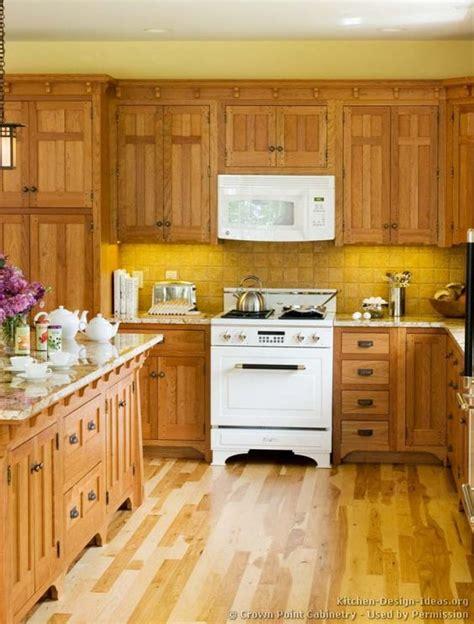 crown point kitchen cabinets vintage kitchen cabinets 169 crown point cabinetry crown 6309