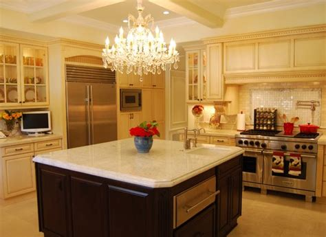 chandeliers for kitchen islands pendants vs chandeliers a kitchen island reviews 5223